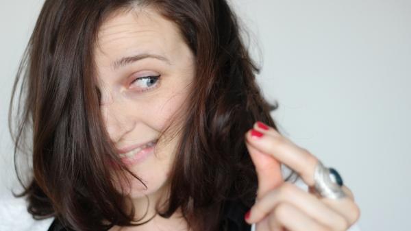 cheveux détail couleur auburn