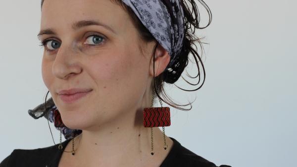 foulard et boucle d'oreille cheveux