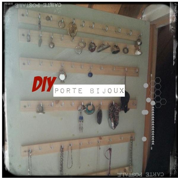 R. Porte bijoux DIY collier bagues.