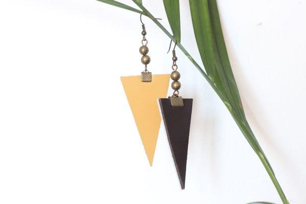 boucle d'oreille triangle cuir marron foncé, doublé cuir moutarde, 2 cuivrée, 2