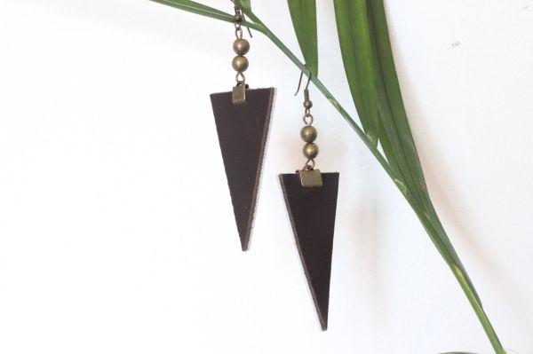 boucle d'oreille triangle cuir marron foncé, doublé cuir moutarde, 2 cuivrée