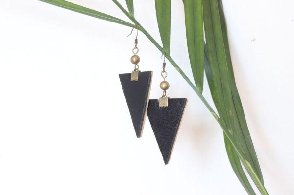 boucle d'oreille triangle cuir noir, doublé cuir camel, 1 cuivré
