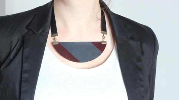 Collier cuir ruban noir fait maison