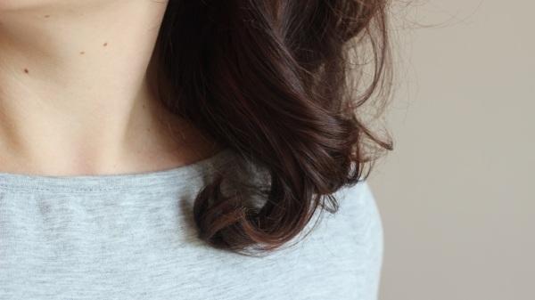 Détail cheveux henné katam