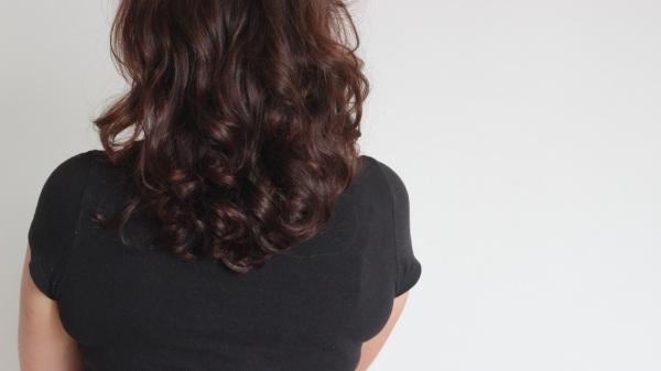Cheveux de dos henné long